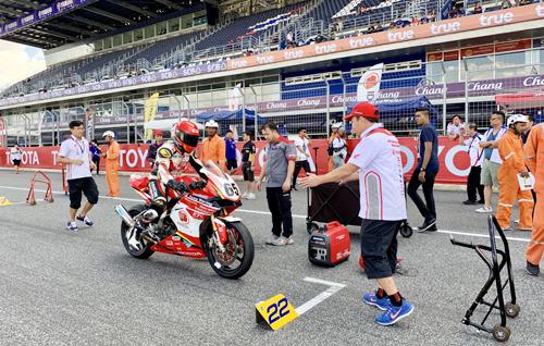 Hai tay đua của Việt Nam được hỗ trợ bởi đội ngũ kỹ thuật Honda Vietnam Racing.