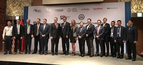 Ông Ian Steff, Đại sứ MỹDaniel Kritenbrink, Tổng lãnh sự MỹMary Tarnowka và các đại biểutại hội thảo. Ảnh: Lãnh sự quán Mỹ.