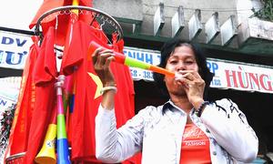 'Cháy' hàng cổ vũ đội tuyển Việt Nam trước trận bán kết lượt về