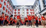 Học sinh nhảy flashmob cổ vũ đội tuyển Việt Nam