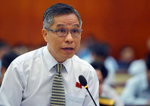 Đại biểu Lê Nguyễn Minh Quang đề nghị xã hội hóa lực lượng xử phạt hành vi xả rác nơi công cộng. Ảnh: Hữu Khoa
