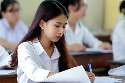 Thí sinh tham dự kỳ thi THPT quốc gia 2018. Ảnh: Nguyễn Đông.
