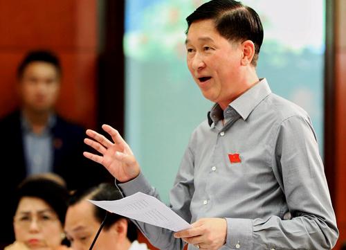 Phó chủ tịch UBND TP HCM Trần Vĩnh Tuyến tại buổi họp chiều nay. Ảnh: Hữu Khoa.