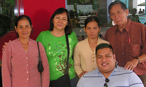 Hành trình tìm cha mẹ xuyên lục địa của người đàn ông gốc Việt bại liệt