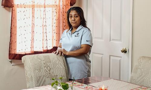 Victorina Morales, người giúp việc tại Câu lạc bộ golf Trump National ở bang New Jersey. Ảnh: New York Times.