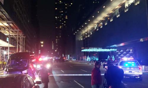 Hiện trường vụ sơ tán bên ngoài tòa nhà đặt văn phòng của CNN. Ảnh: CNN.