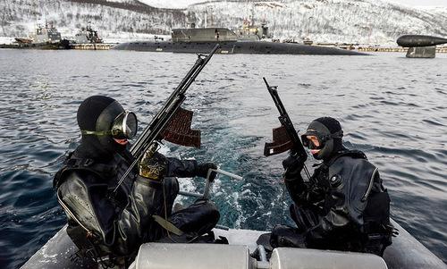 Đặc nhiệm người nhái Nga trang bị súng bắn dưới nước APS. Ảnh: RBTH.