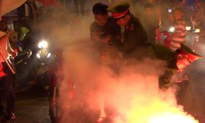 Cảnh sát xử lý nhiều cổ động viên quá khích