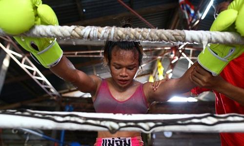 Nữ vận động viên Muay Thái chuyển giới Nong Rose Baan Charoensuk. Ảnh: Reuters.