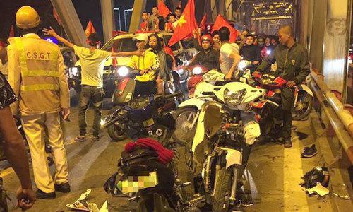 Tai nạn liên tiếp trong đêm người hâm mộ Hà Nội mừng chiến thắng
