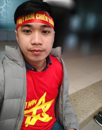 Jet Tonogbanua mặc trang phục cổ vũ Việt Nam trong trận chung kết U23 với Uzbekistan hồi tháng 1. Ảnh: NVCC