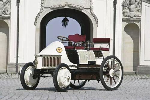 Lohner-Porsche - xe hybrid đầu tiên trên thế giới.