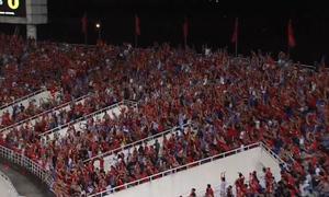 Cổ động viên Việt Nam lập kỷ lục về 'tiếng ồn' ở AFF Cup