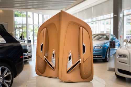 Veyron cũng chỉ có 2 cửa.