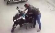 Cô gái bất lá»±c Äuá»i theo tên trá»m xe máy á» Sà i Gòn