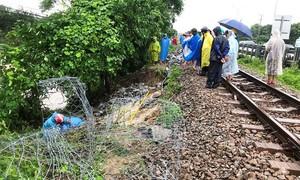 Đường sắt Bắc Nam gián đoạn vì mưa lớn