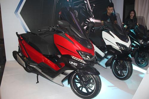 Mẫu scooter cỡ lớn RT250i giá 120 triệu đồng.