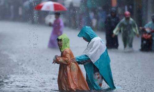 Đến chiều tối 9/12, mưa ở Đà Nẵng vẫn nặng hạt. Ảnh: Nguyễn Đông.