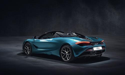 Thiết kế đuôi xe thay đổi nhẹ so với bản Coupe.