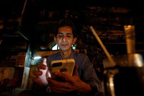 Ông Pham Chi Cuong, một người Việt ở Mỹ bị trục xuất về Việt Nam cuối 2017. Ảnh: Reuters.