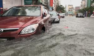 Ôtô bị ngập nước hàng loạt, dịch vụ cứu hộ ở Đà Nẵng quá tải