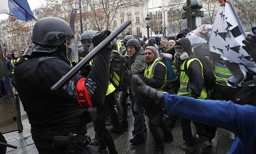 Nga bác cáo buộc kích động biểu tình 'áo vàng' Pháp