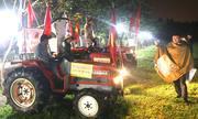 Cổ động viên lái máy cày đến nhà Quang Hải 'tiếp lửa' cho đội tuyển