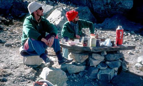 Thi thể hai nhà leo núi mất tích trên dãy Himalaya được tìm thấy sau 30 năm