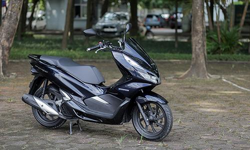 PCX hybrid tại Hà Nôi, xe trang bị động cơ điện, hỗ trợ tăng tốc. Ảnh: Lương Dũng.