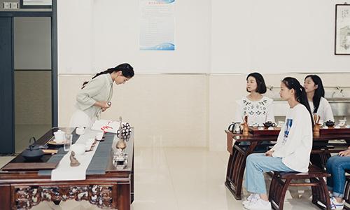 Lớp dạy phụ nữ phục tùng đàn ông bị chỉ trích gay gắt tại Trung Quốc