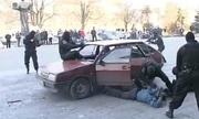 Đặc nhiệm Nga đá cong gậy sắt, đạp vỡ kính xe khi huấn luyện