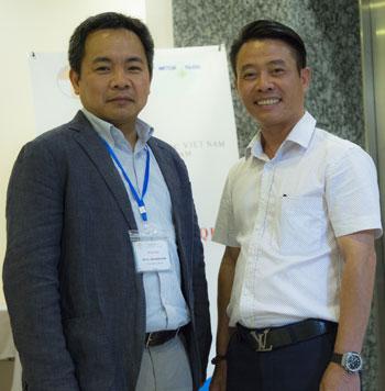 Ths Lê Anh Xuân (phải) vàPGS Trần Đăng Xuân (Đại học Hiroshima, Nhật Bản). Ảnh: Loan Lê.
