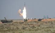 Tên lửa S-300 Nga phát nổ sau khi phóng, tạo mưa lửa trên mặt đất