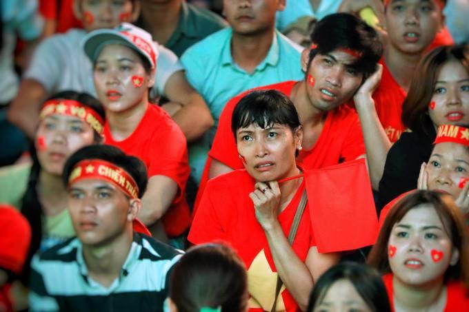 Cảm xúc trái ngược của CĐV trong trận hòa của tuyển Việt Nam