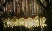 Khung cảnh như cổ tích tại đám cưới của con gái tỷ phú giàu nhất Ấn Độ