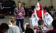 Melania quyên góp đồ chơi cho trẻ em khó khăn dịp Giáng sinh