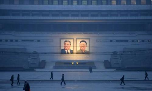 Hàn Quốc tiết lộ bà kế của Kim Jong-un qua đời