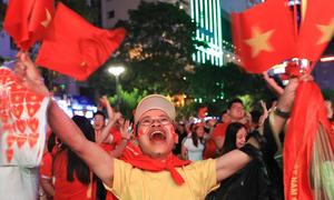 90 phút thăng trầm cảm xúc của người hâm mộ Việt Nam