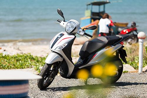 Piaggio áp dụng công nghệ ABS trước tiên tại Việt Nam. Trong ảnh là Medley 2018.