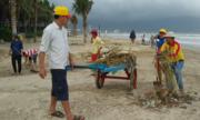 300 người dọn 10 tấn rác ở bãi biển Đà Nẵng
