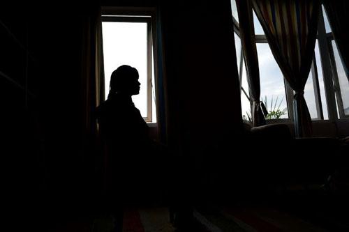 Le Thi Vu, một cô gáiViệt Nam được giải cứu khỏi nhà thổ ở Trung Quốc. Ảnh: AFP.