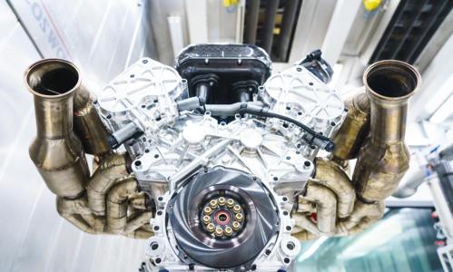 Động cơ W12 dung tích 6,5 lít hút khí tự nhiên của Aston Martin.