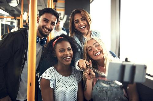 Vào đại học, bạn sẽ gặp nhiều người sở hữu nhiều nền tảng, lối sống, quan điểm khác nhau. Ảnh: Shutterstock