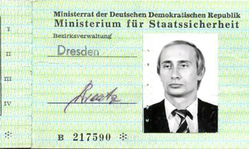Thẻ nhận dạng của ông Putin thời là sĩ quan liên lạc giữa cơ quan tình báo Liên Xô và Đông Đức. Ảnh: Kho lưu trữ tình báo quốc gia Đức.