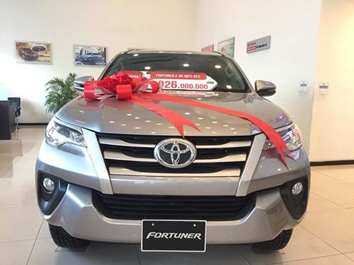 Toyota Fortuner phiên bản số sàn có thể thương lượng giá tốt tại đại lý.