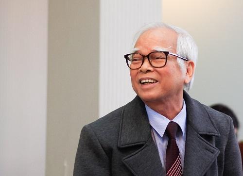 Thầy Nguyễn Văn Hòa chia sẻ tại tọa đàm. Ảnh: Dương Tâm