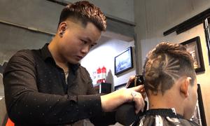 Nhiều cổ động viên cắt tóc hình HLV Park Hang-seo