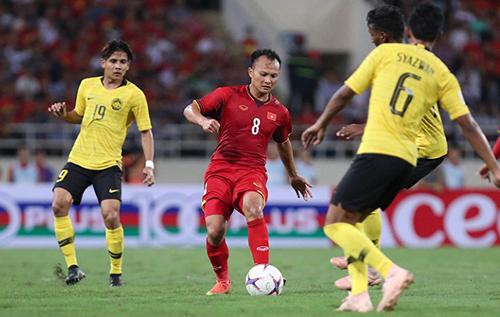 Trọng Hoàng tả xung hữu đột trong trận đấu với Malaysia. Ảnh: Đức Đồng