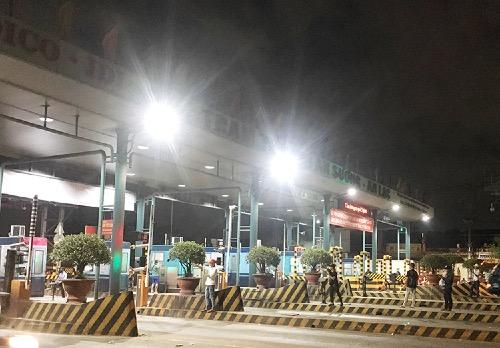 Trạm thu phí BOT An Sương - An Lạc phải xả trạm tối 3/12 vì nhiều tài xế dừng xe phản đối. Ảnh: Sơn Hòa