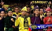 CĐV Malaysia bán kỷ vật lấy tiền đến Việt Nam xem đá bóng